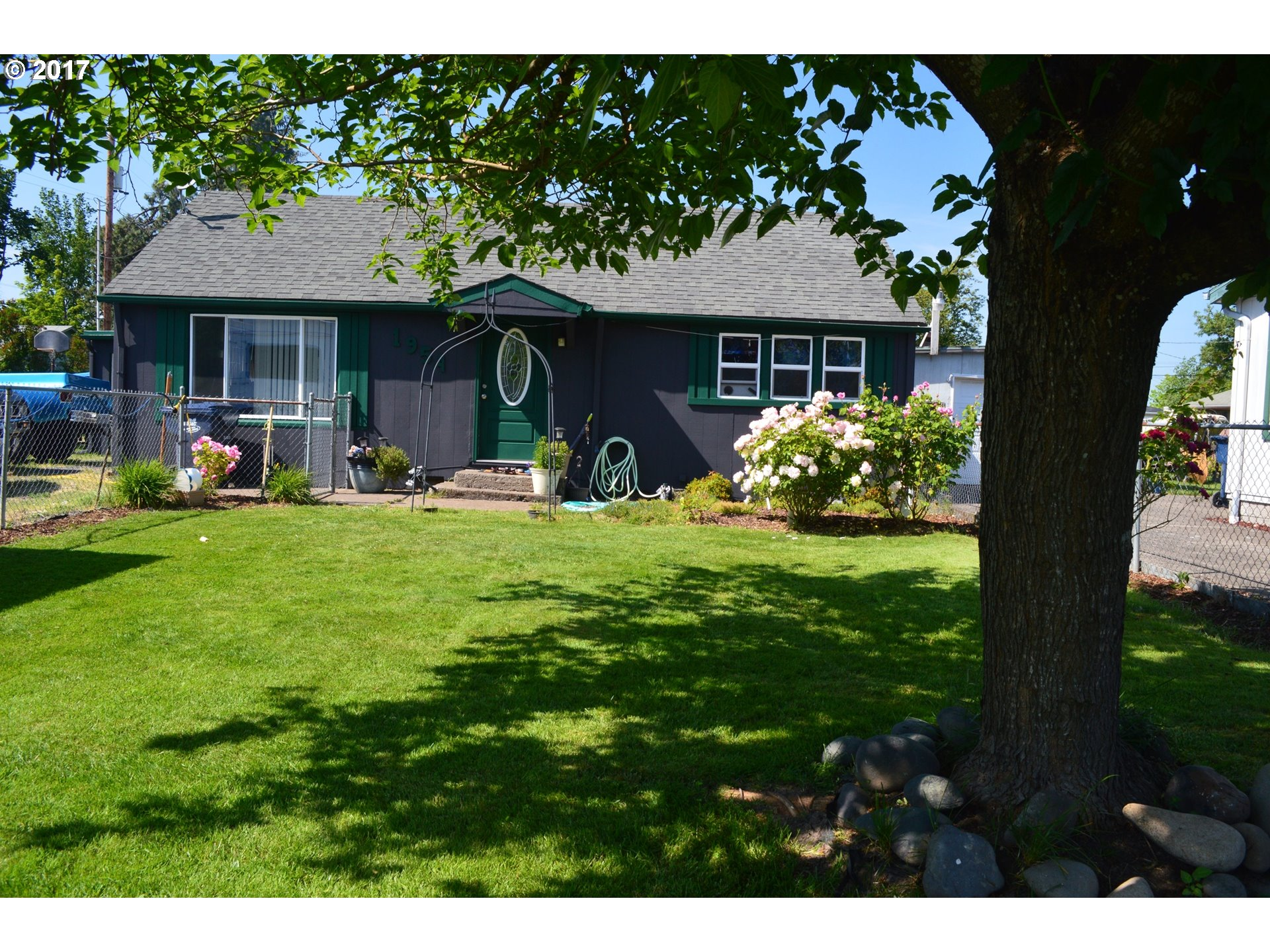 1954 D ST, Springfield OR 97477