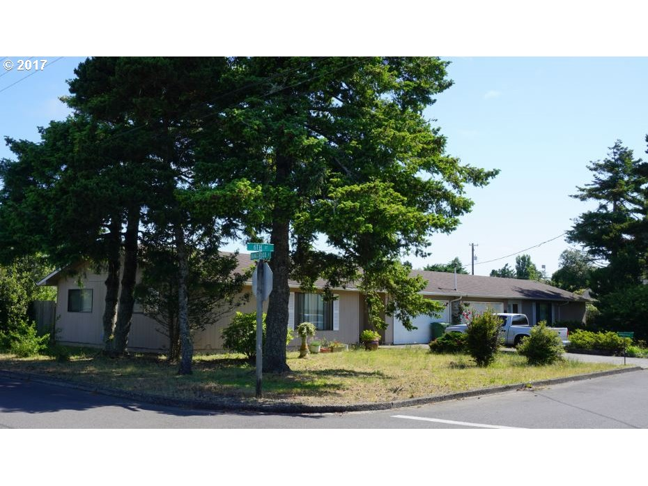 1215 6TH ST, Florence, OR 97439