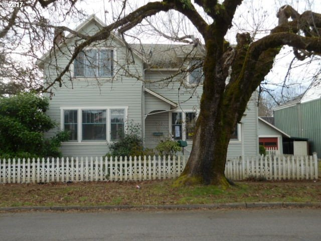 349 S 6TH ST, Cottage Grove, OR 97424