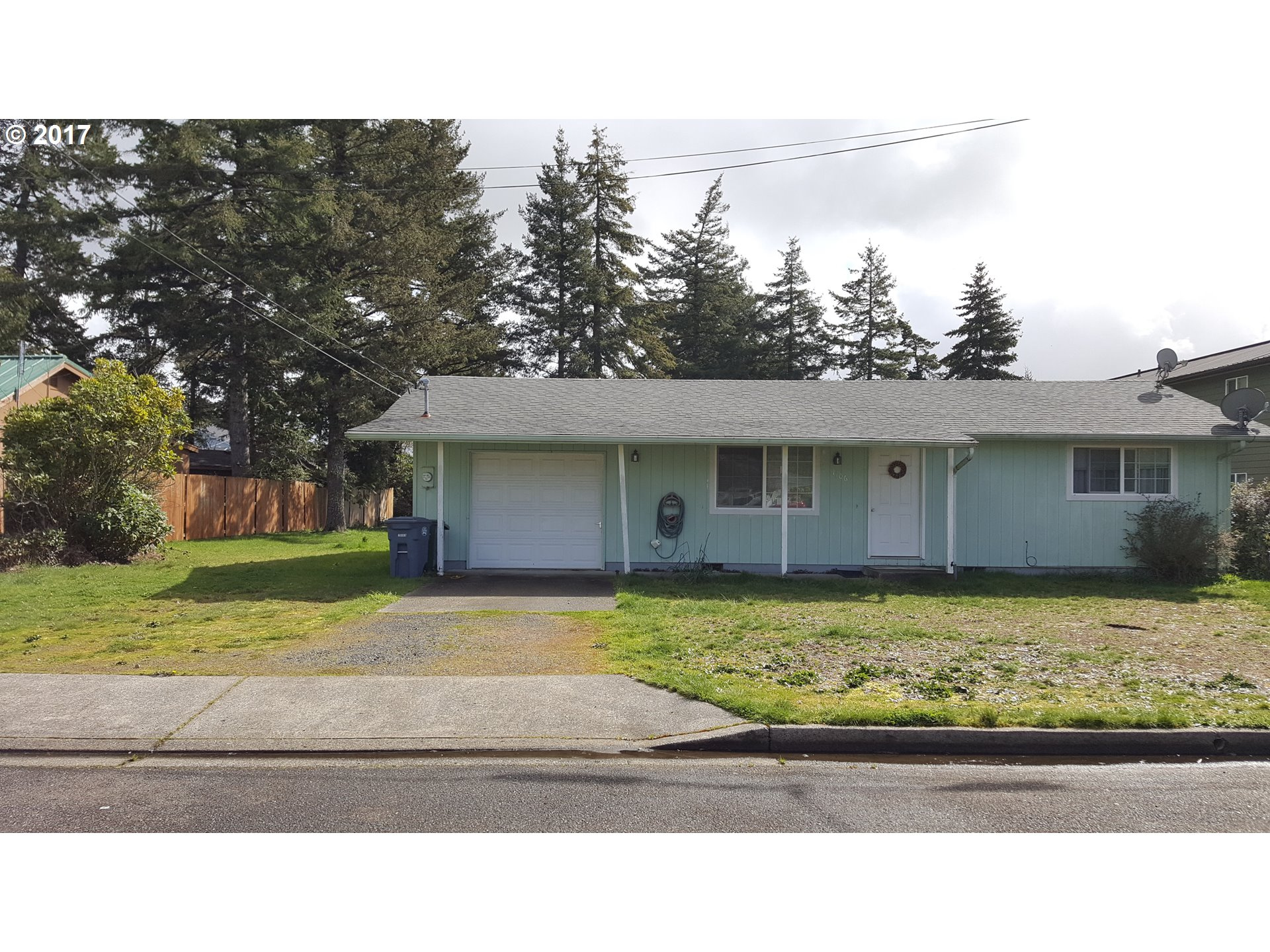 1106 MAPLE ST, Florence, OR 97439
