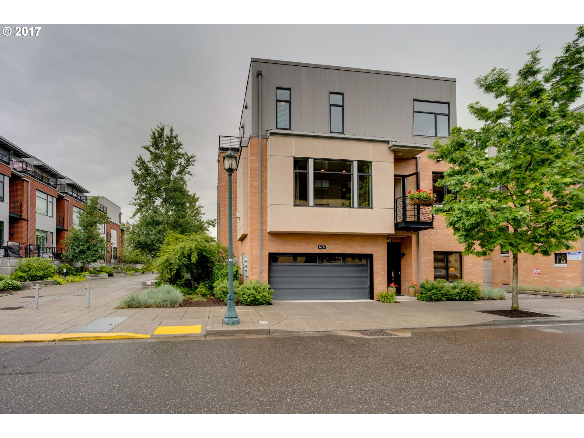 1692 NW RIVERSCAPE ST, Portland, OR 97209