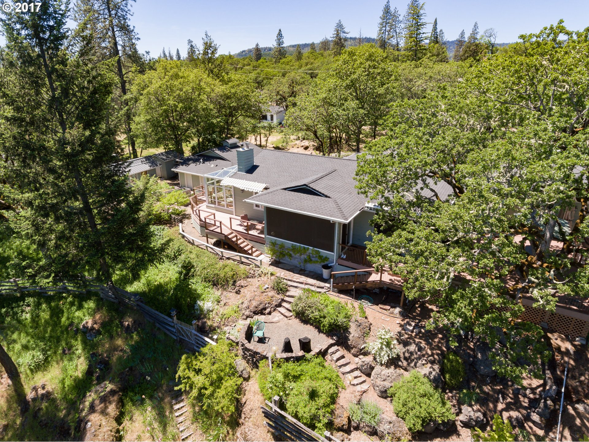 27 JAMES PL, Shady Cove, OR 97539