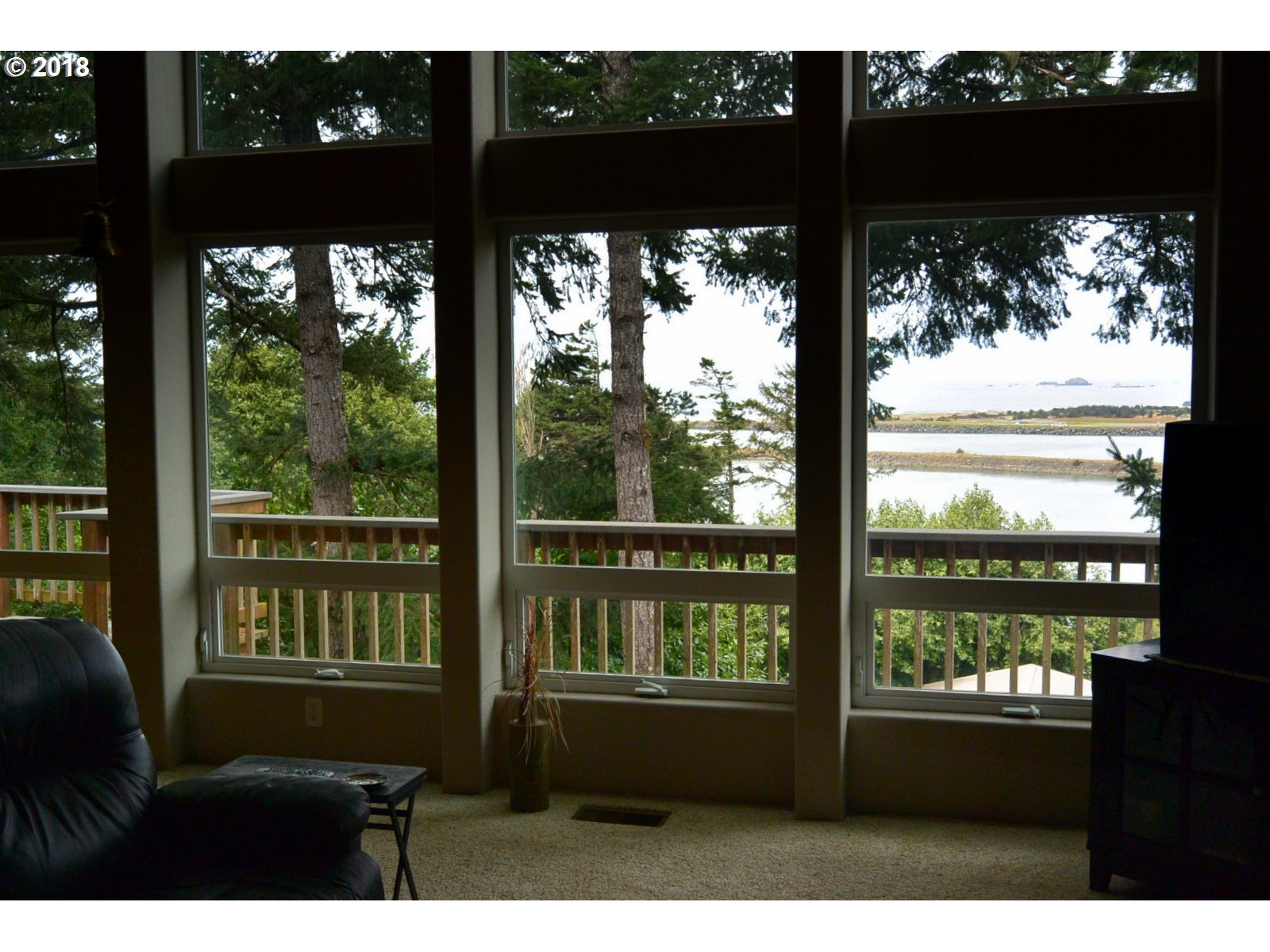29991 RIVERVIEW DR, GOLD BEACH, OR 97444  Photo 13