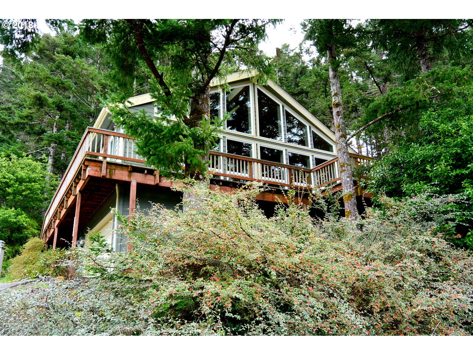 29991 RIVERVIEW DR, GOLD BEACH, OR 97444  Photo 2