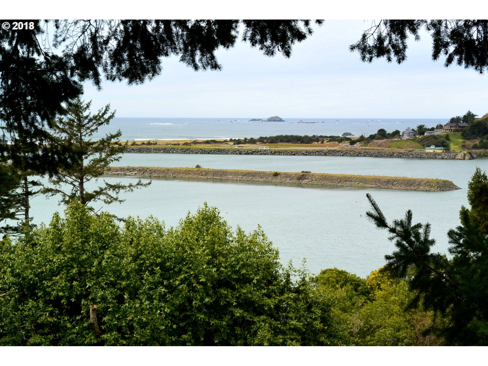 29991 RIVERVIEW DR, GOLD BEACH, OR 97444  Photo 3