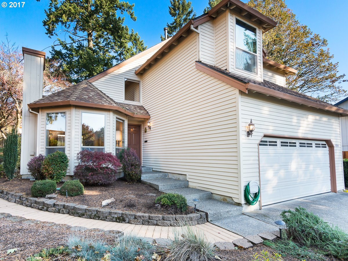 OPEN 11/26 SUN 1:30-3:30pm! Location is everything with this meticulously maintained home! A secluded driveway on a cul-de-sac provides privacy while being near parks and convenient to the freeway. Sited in a fantastic neighborhood this home features 3 bedrooms, 2.1 baths and a beautiful, remodeled kitchen. Add a low maintenance yard and convenience to natural trails, restaurants and shopping and you can't beat this one!