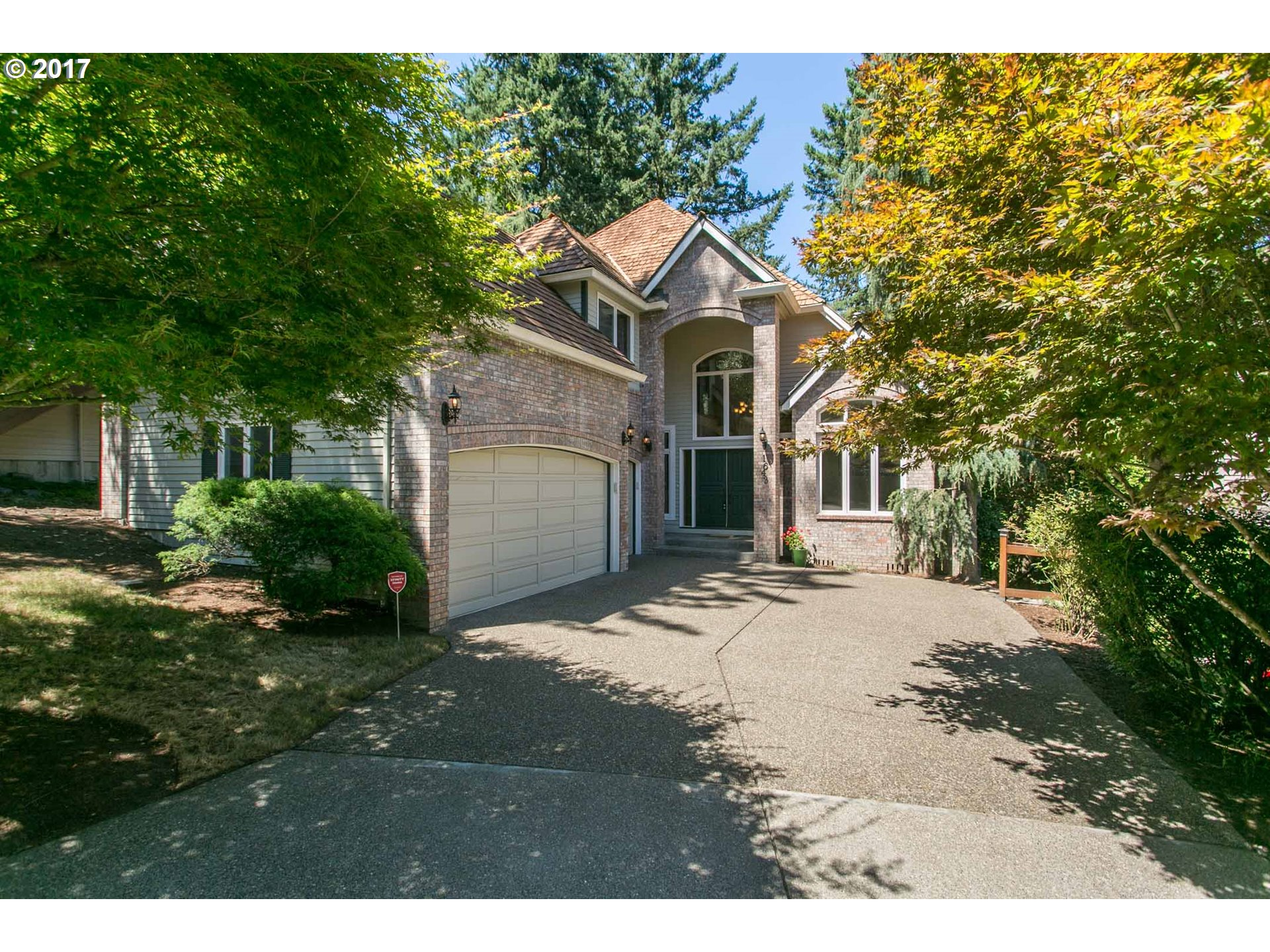 1643 VILLAGE PARK LN, Lake Oswego, OR 97034