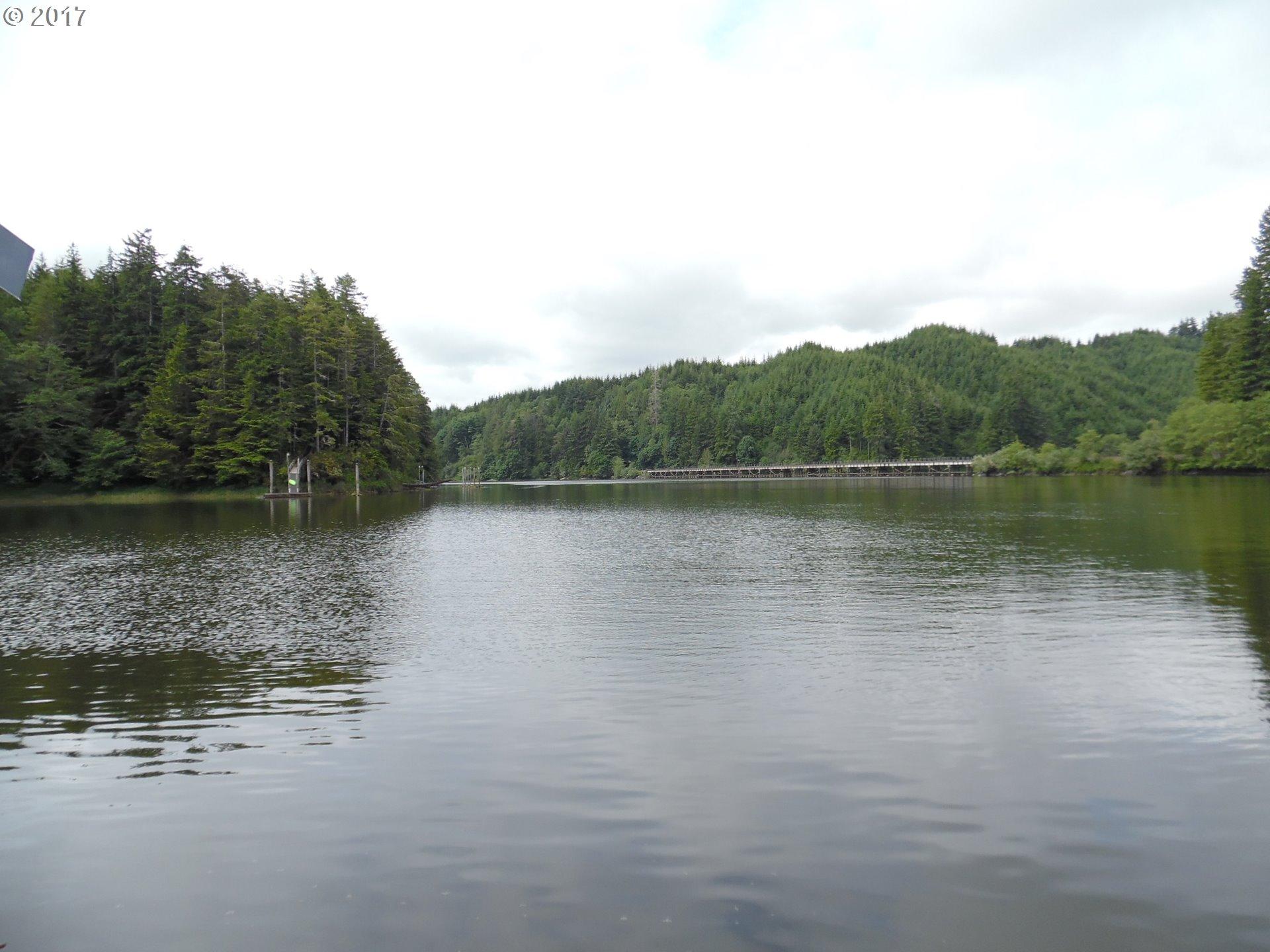 1533 N TENMILE LAKE