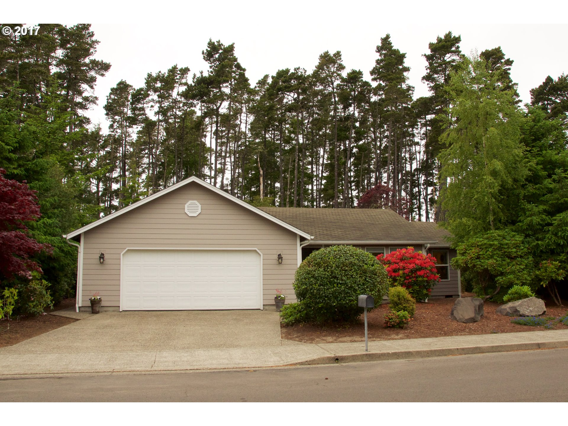 2255 UPAS PL, Florence, OR 97439