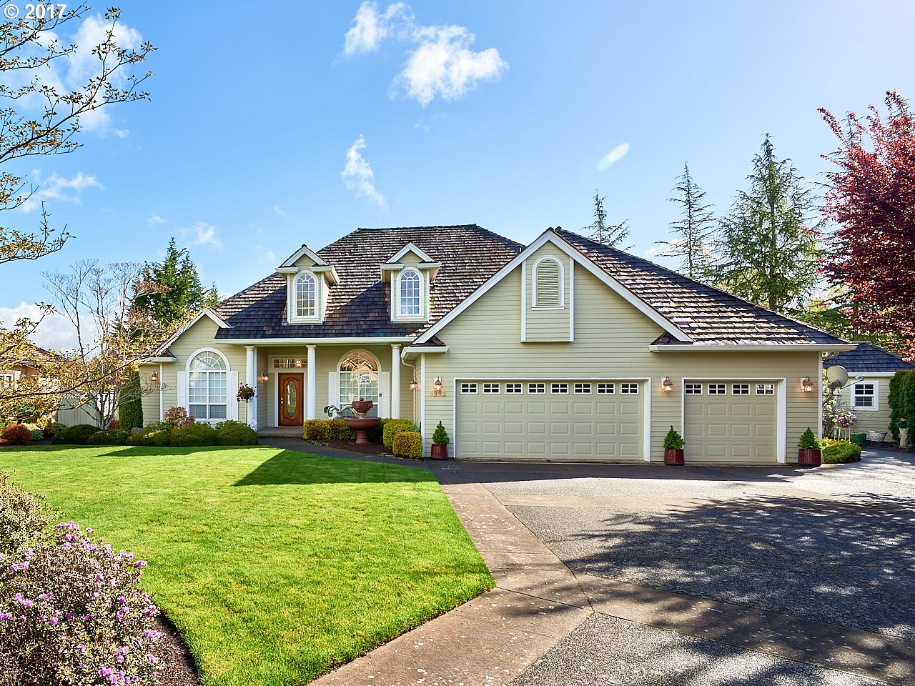 1232 NW OAKMONT CT, McMinnville, OR 97128