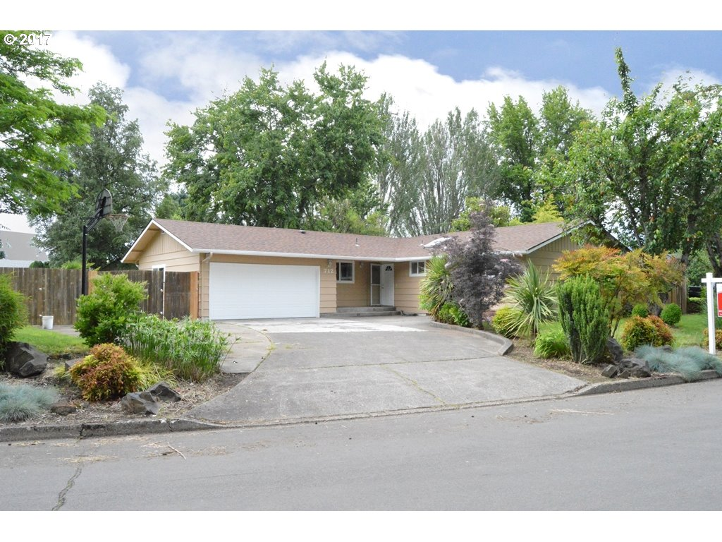 712 67TH ST, Springfield, OR 97478