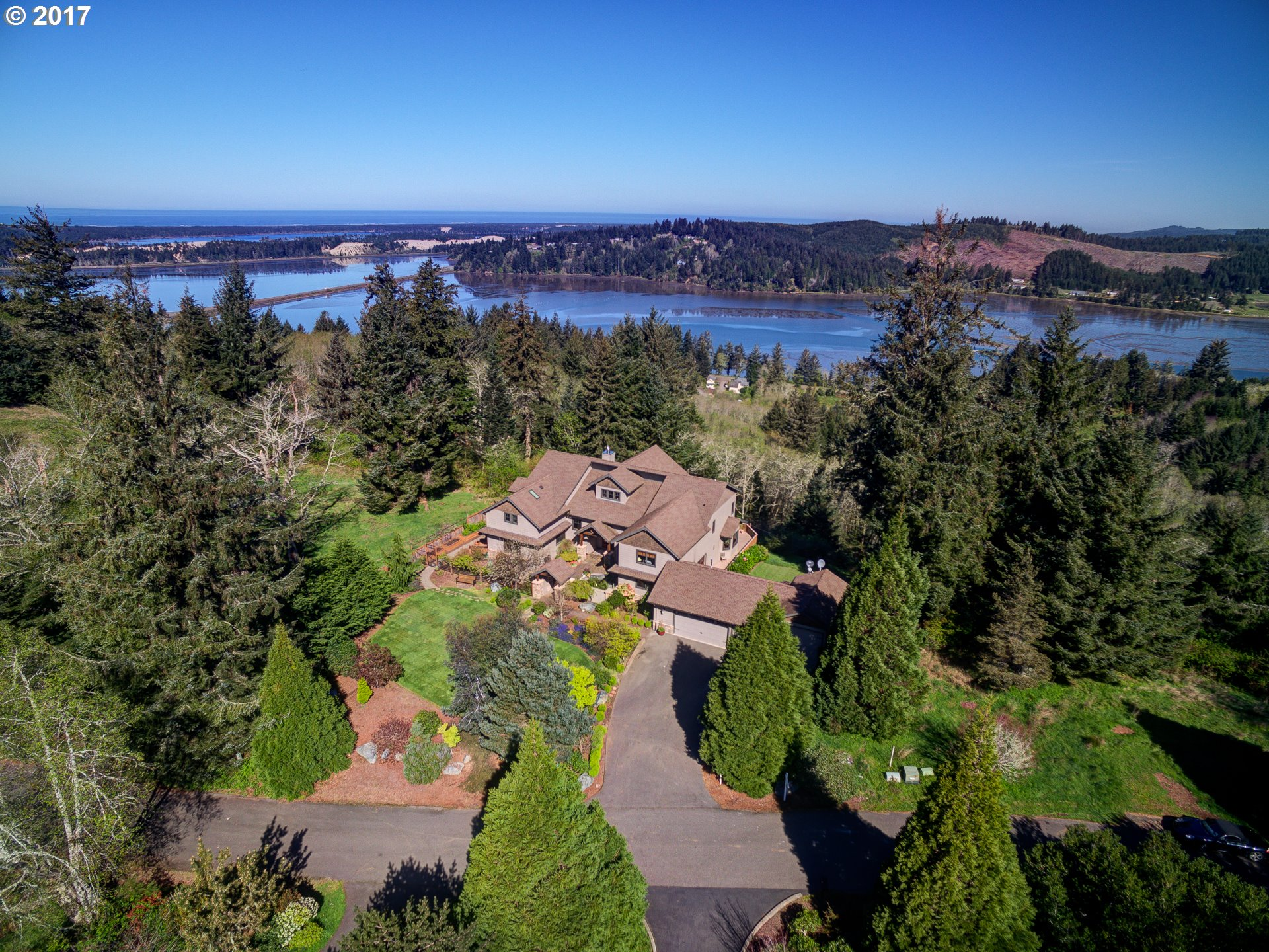 66821 ROBIN RD, North Bend, OR 97459