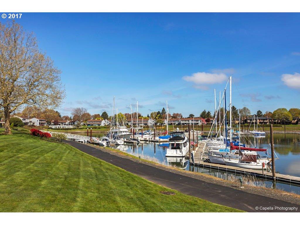 401 N TOMAHAWK ISLAND DR Portland, OR 97217 - MLS #: 17124831