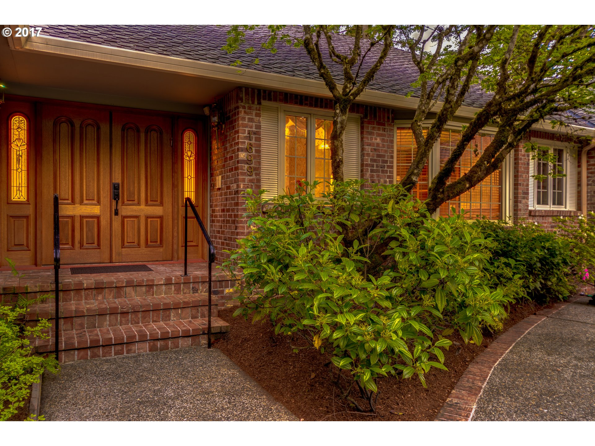 1699 VILLAGE PARK LN, Lake Oswego, OR 97034