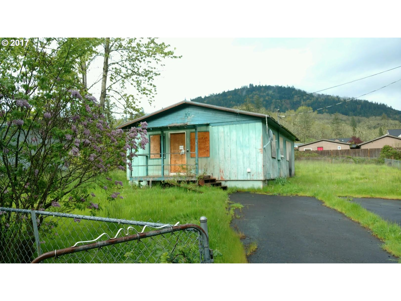 526 D ST, Lowell, OR 97452