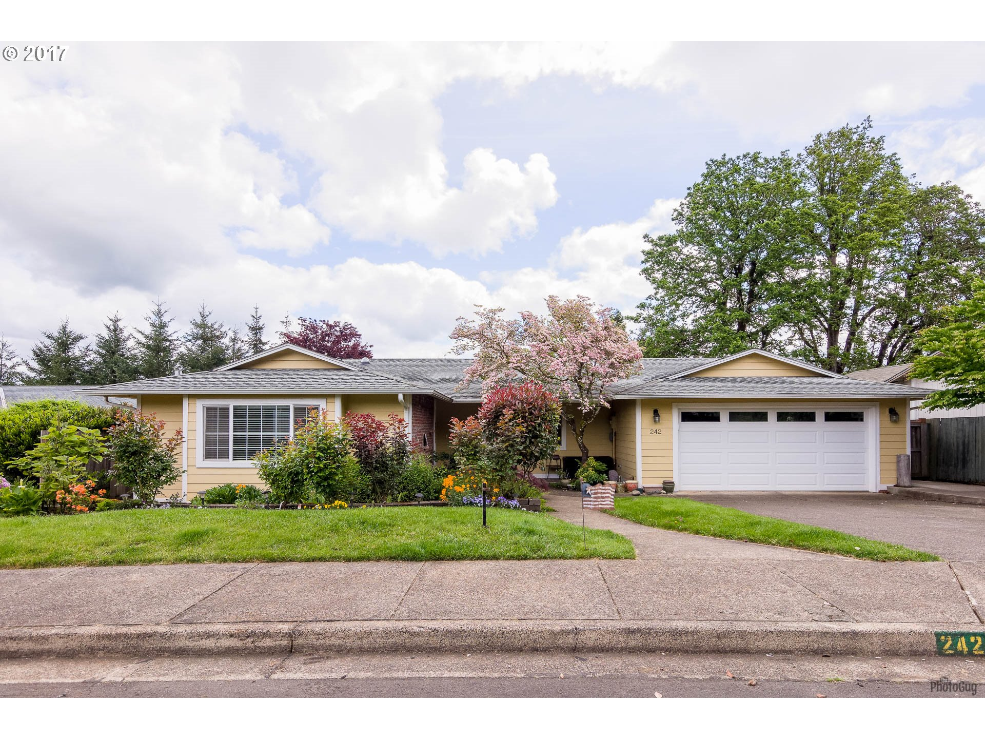 242 S 22ND ST, Cottage Grove, OR 97424