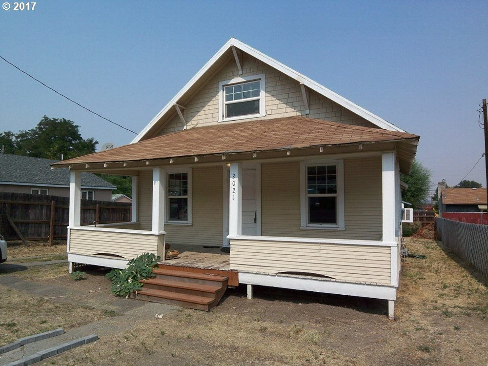 2021 W 10TH, THE DALLES, OR 97058