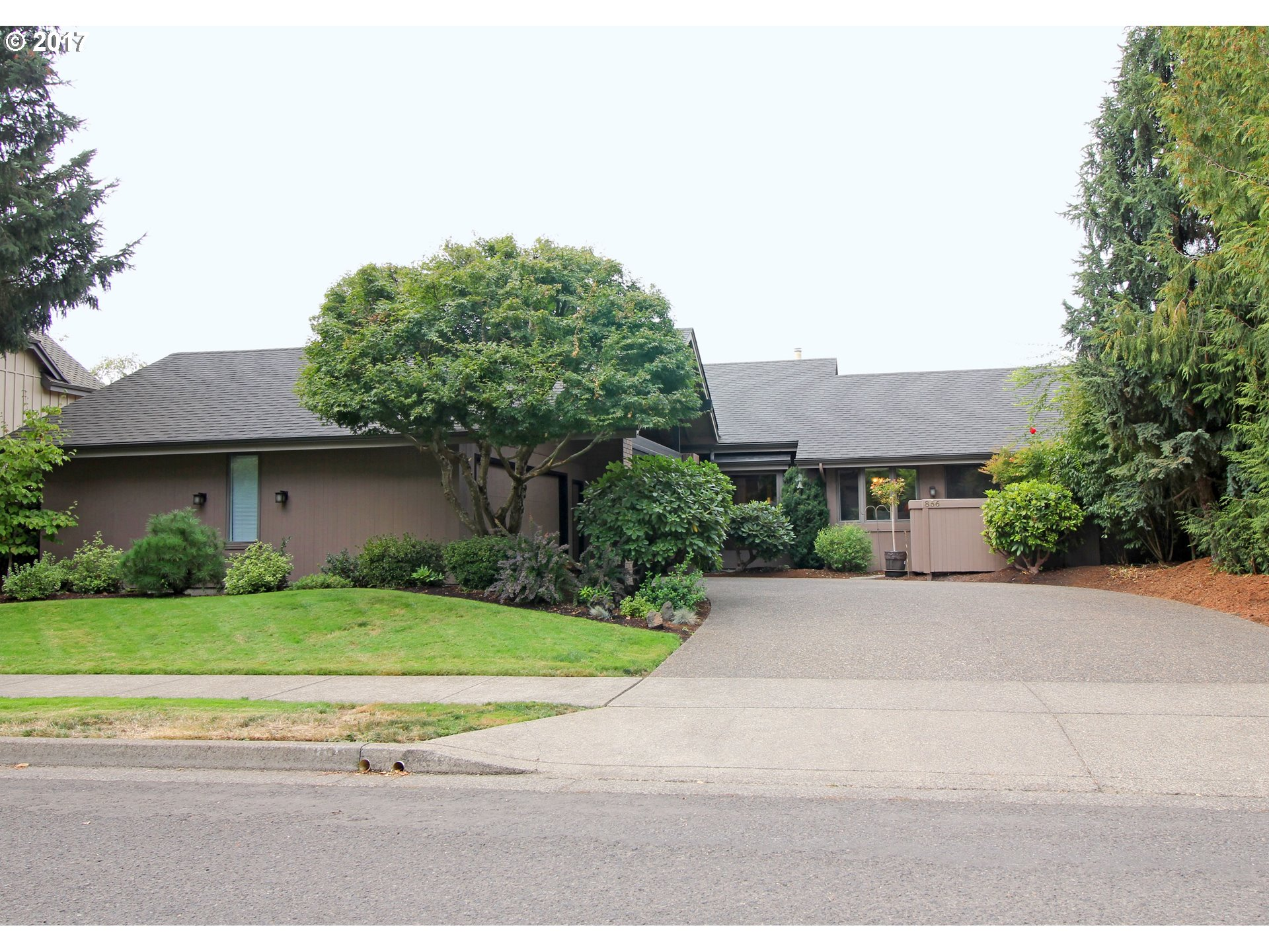 856 FAIRWAY VIEW DR, Eugene, OR 97401