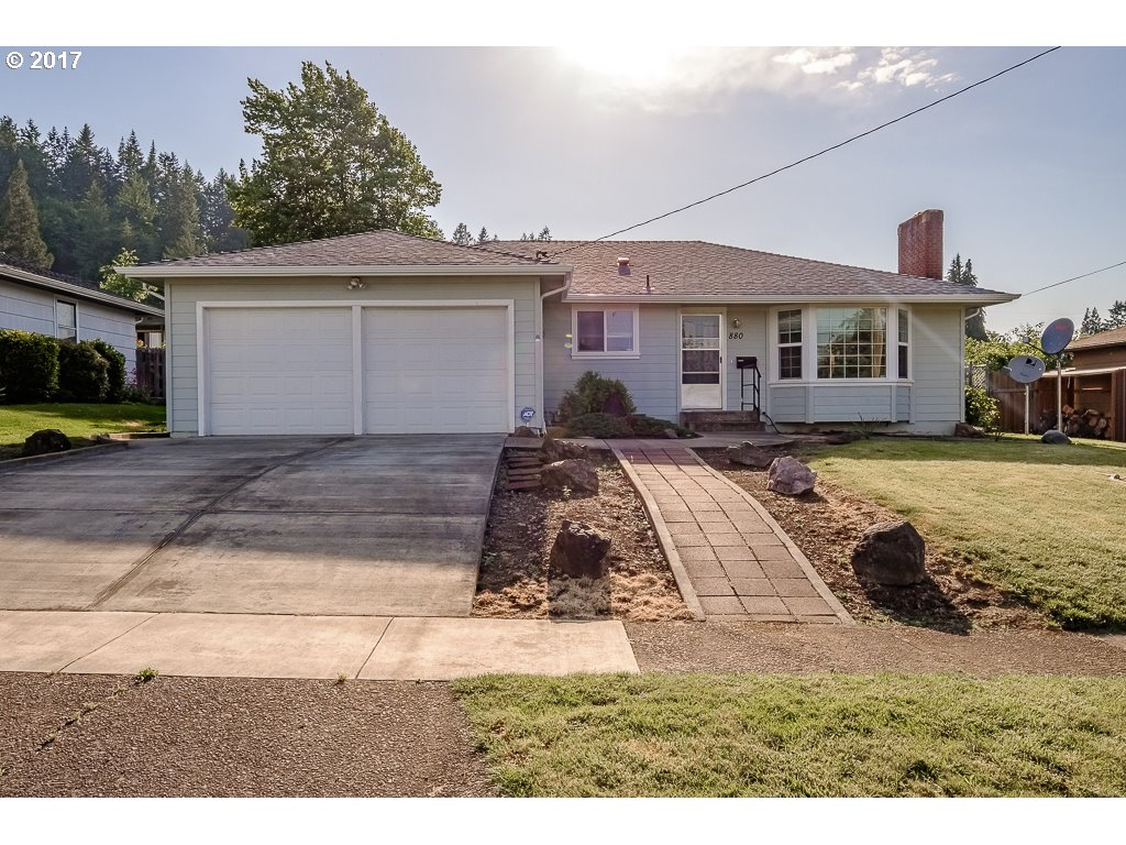 880 3RD AVE, Sweet Home, OR 97386