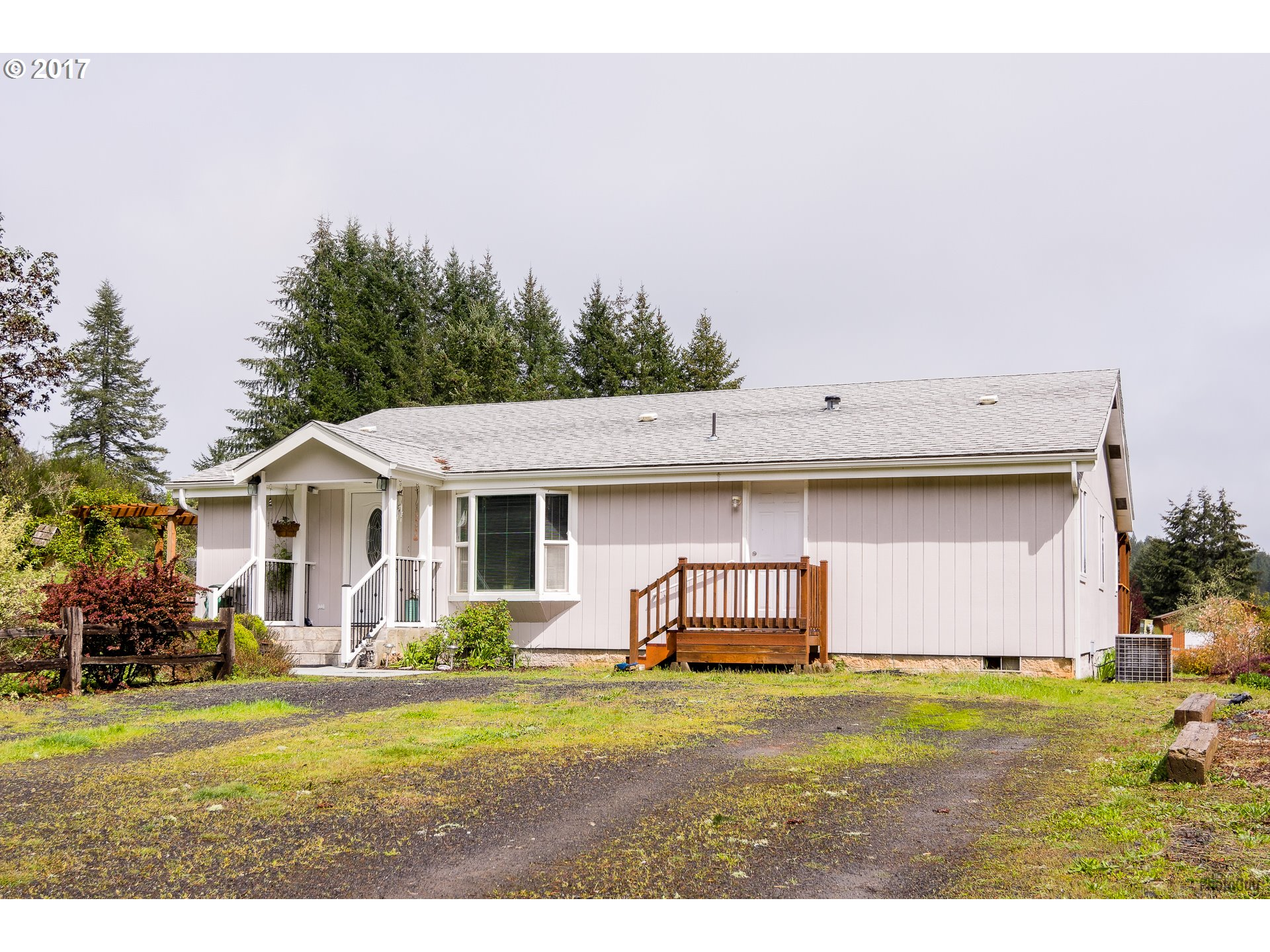 25015 PARADISE DR, Junction City, OR 97448
