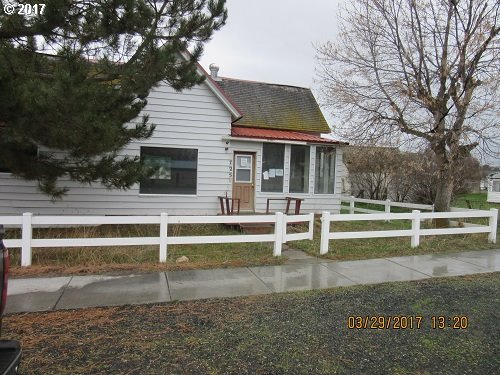 725 3RD ST, Haines, OR 97833