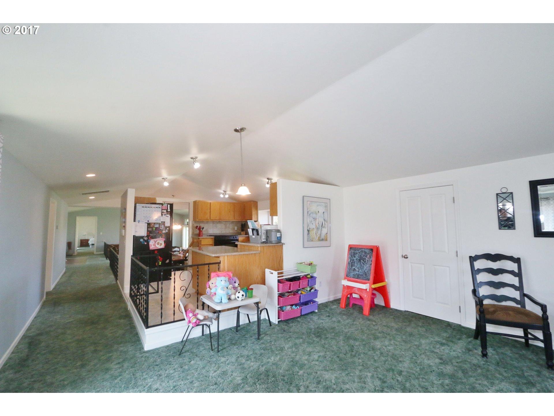 975 PRICEBORO RD Harrisburg, OR 97446 - MLS #: 17175691