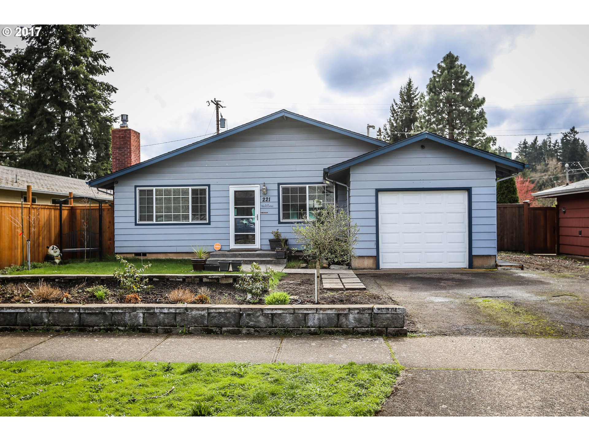 221 W N ST, Springfield, OR 97477