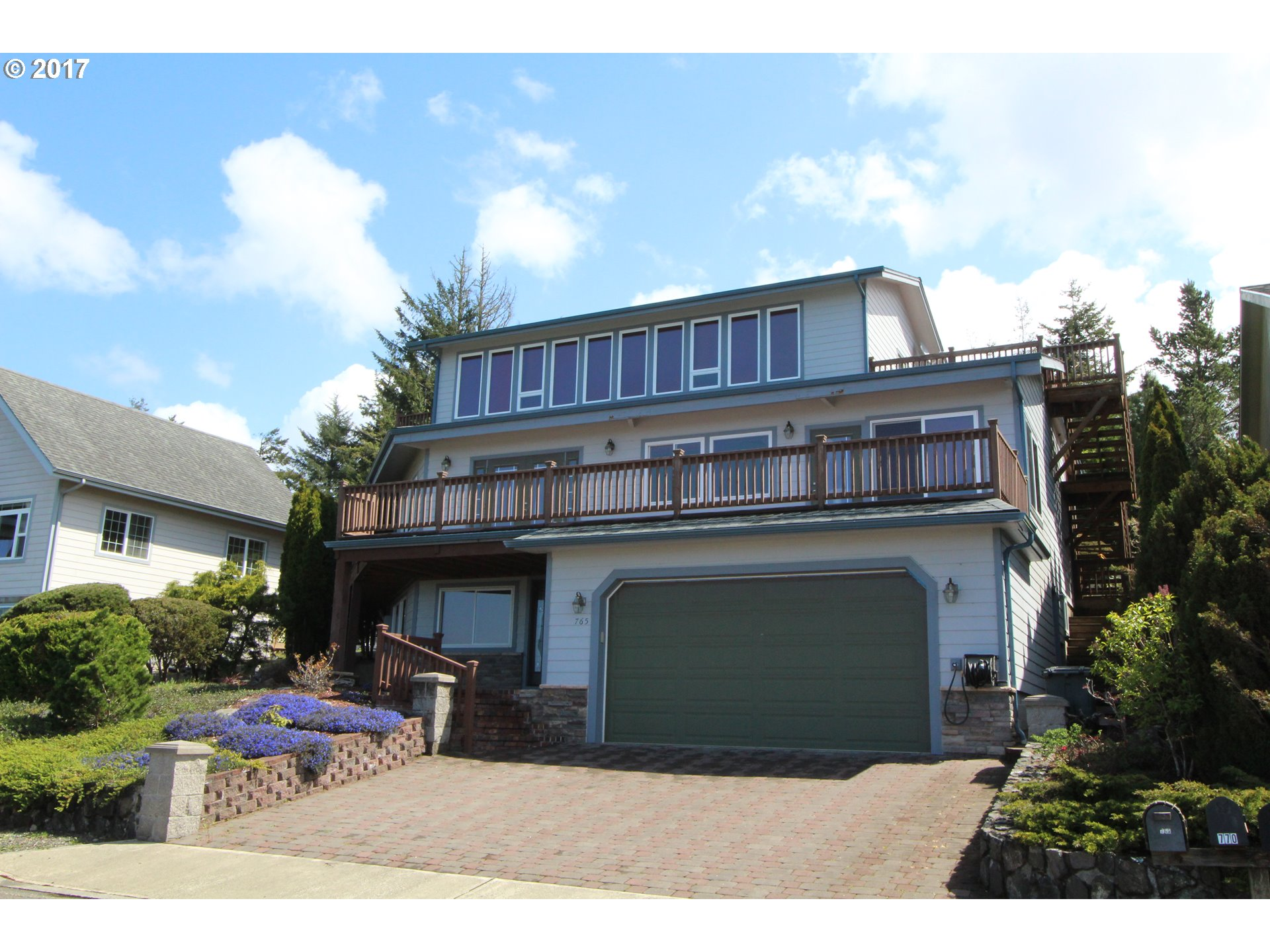 765 PREFONTAINE DR, Coos Bay, OR 97420