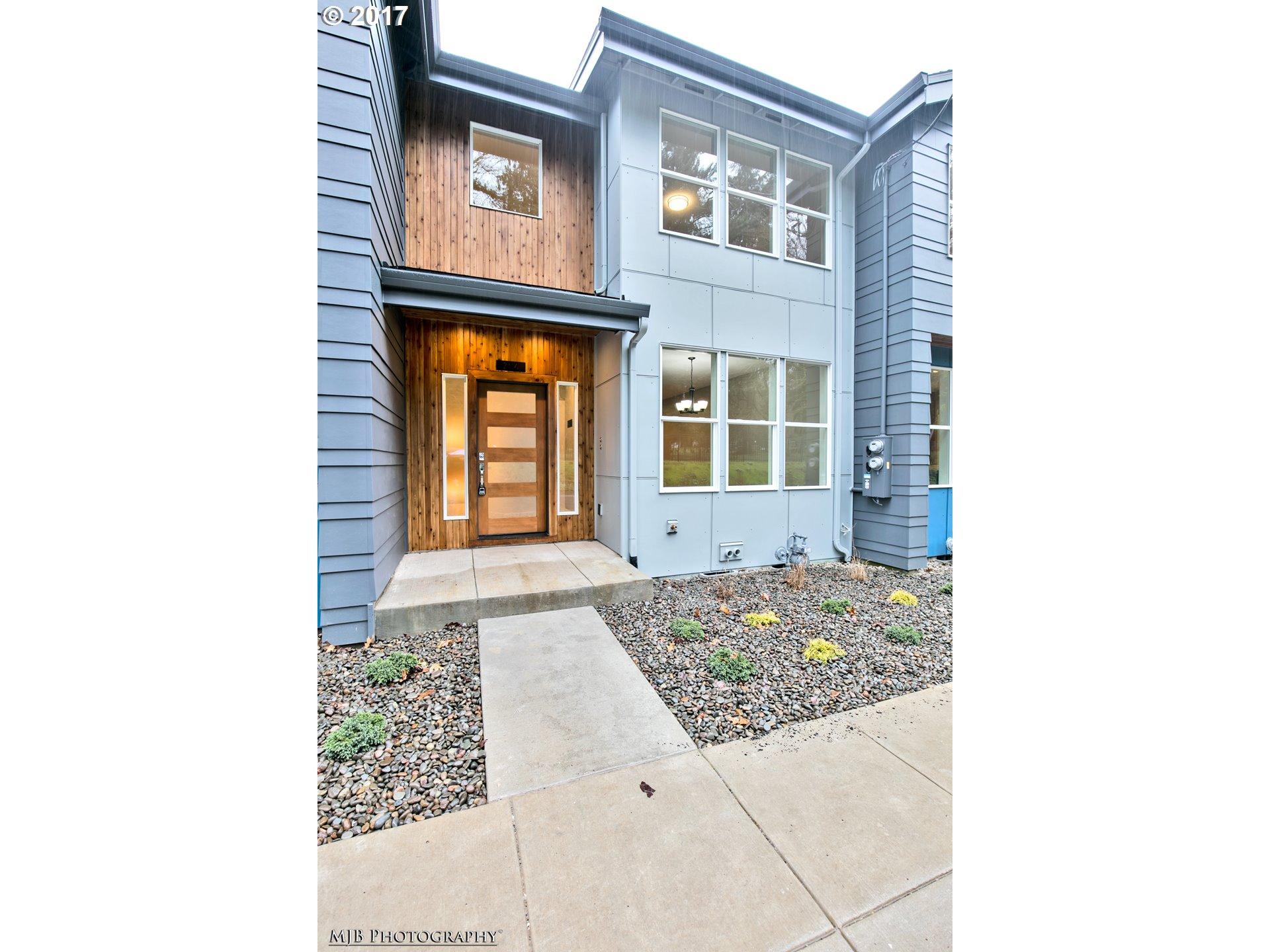2416 SE MORRISON ST, Portland, OR 97214