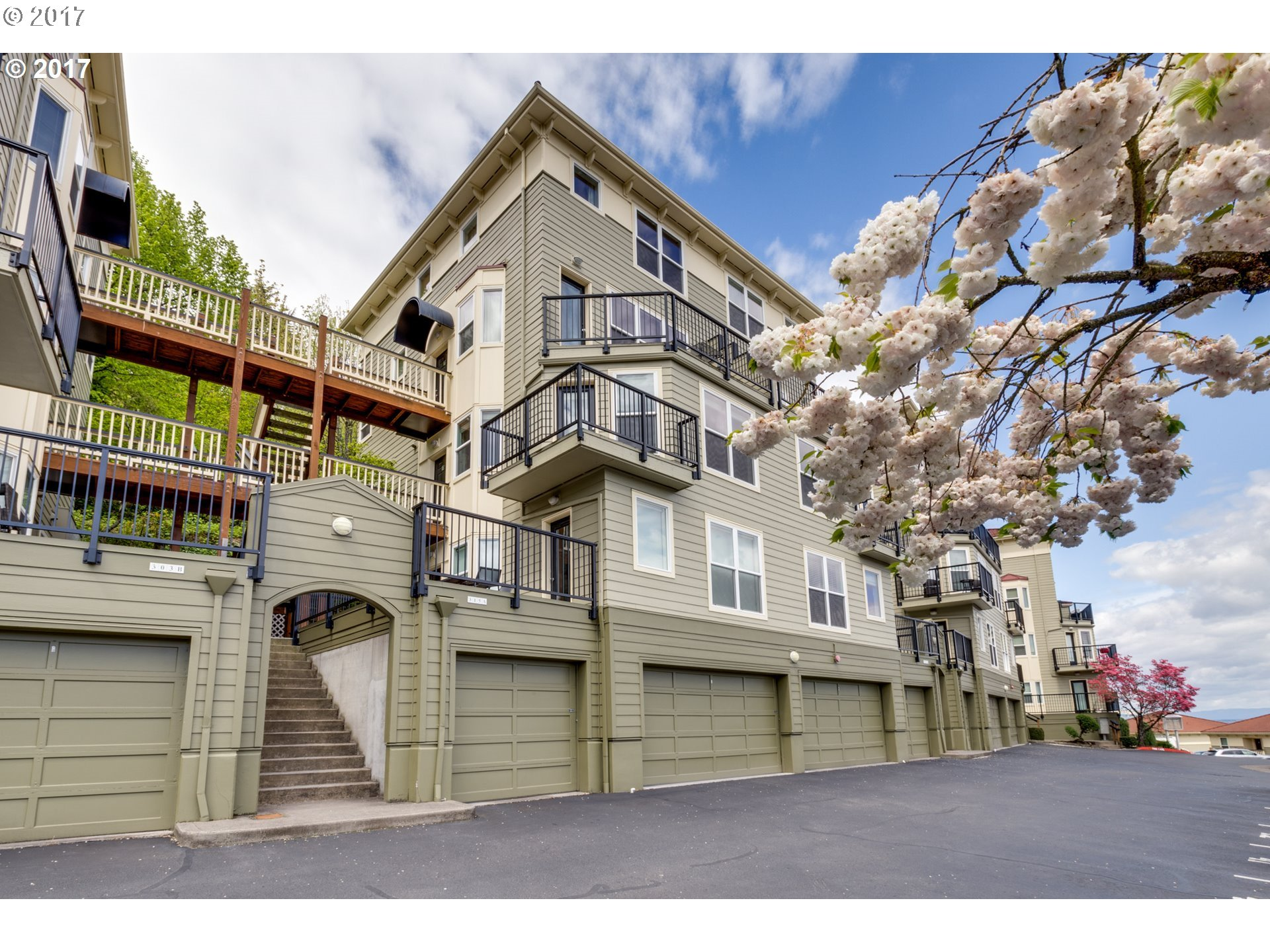 315 NW UPTOWN TER 2A, Portland, OR 97210