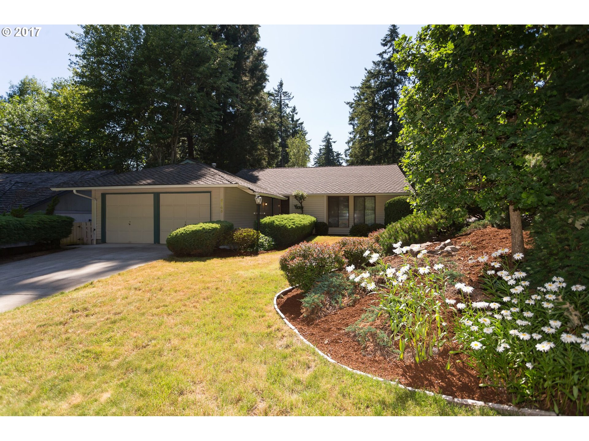 LIGHT AND BRIGHT SINGLE LEVEL ON CORNER LOT IN POPULAR FOUR SEASONS NEIGHBORHOOD WITH NEWER PRESIDENTIAL ROOF.