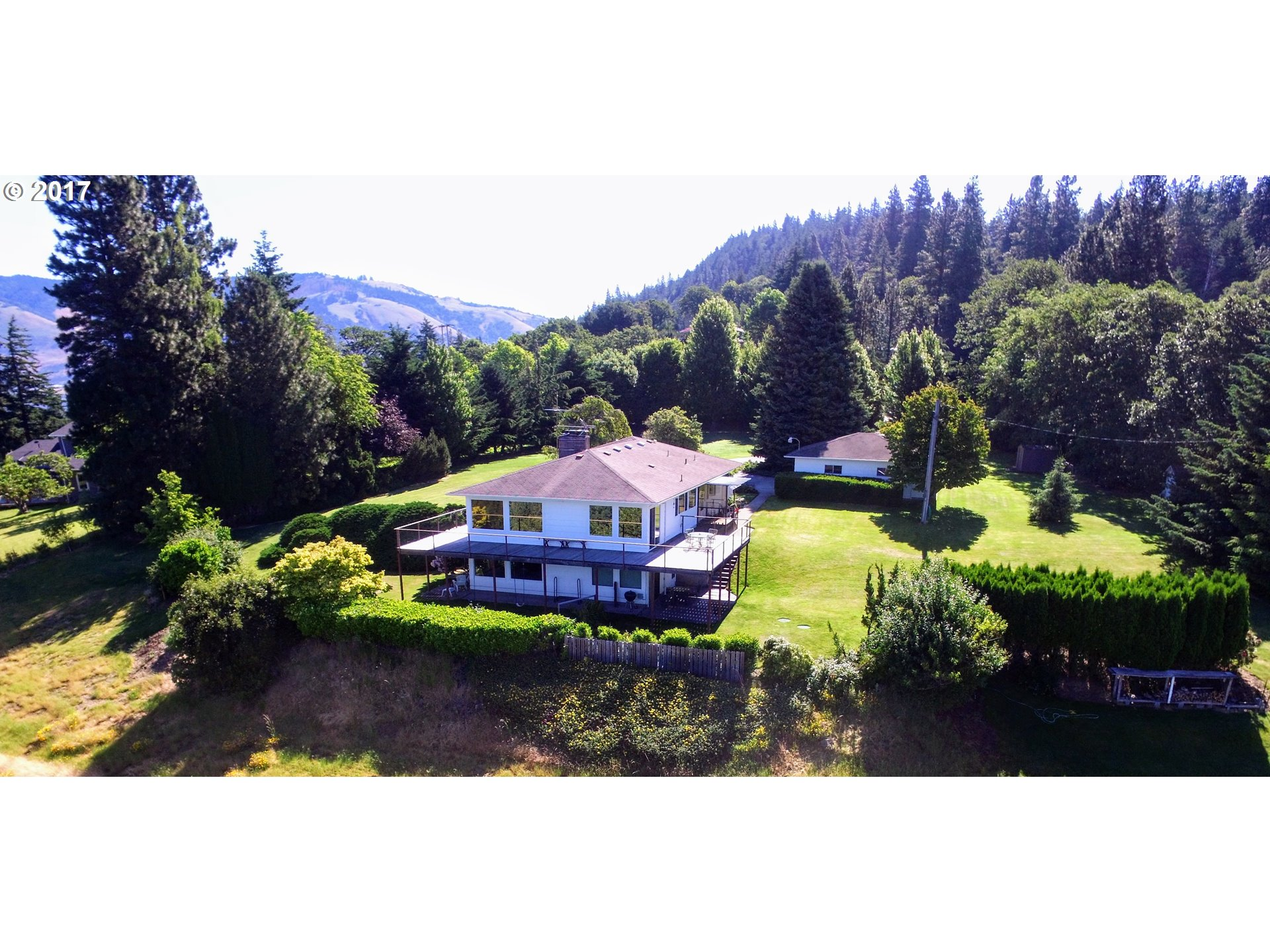 680 Highline DR, Hood River, OR 97031