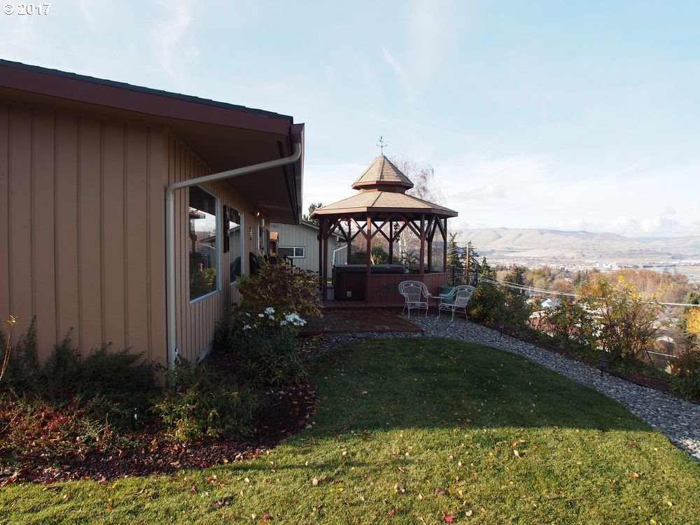 1705 ESTHER WAY, THE DALLES, OR 97058  Photo 3
