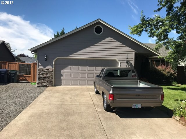 176 MORSE AVE, Creswell, OR 97426