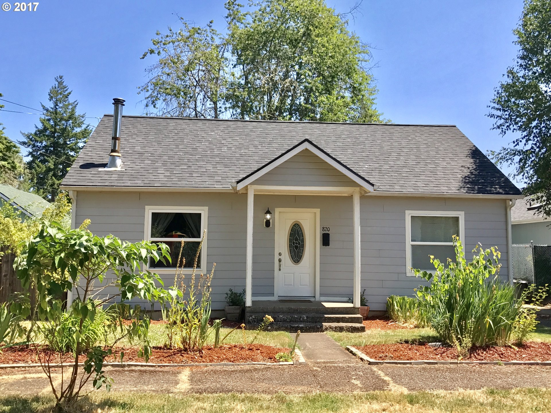 820 S 2ND ST, Cottage Grove, OR 97424