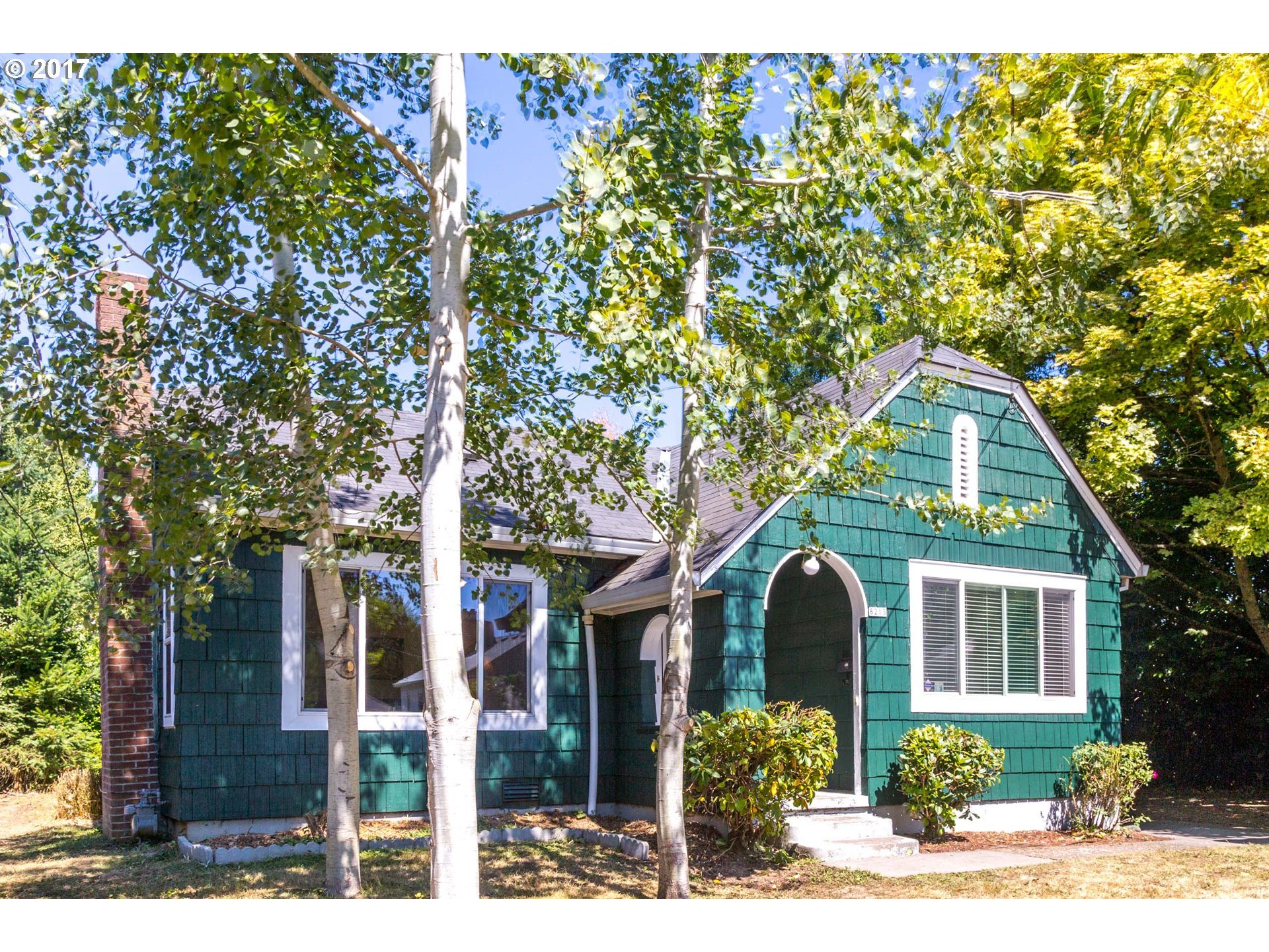 St. Johns cottage w/ coved ceilings, picture railings, & original built-ins. Mantled fireplace in living room, ss appliances plus ample cabinet & counter space in kitchen is ready to serve! Two generous bedrooms share full bath on main w/ third bed downstairs. Backyard w/ privacy hedges and fence ready to be landscaped w/ flowers & veggies.  -- OPEN SUNDAY -- 8/20  from 2pm to 5pm