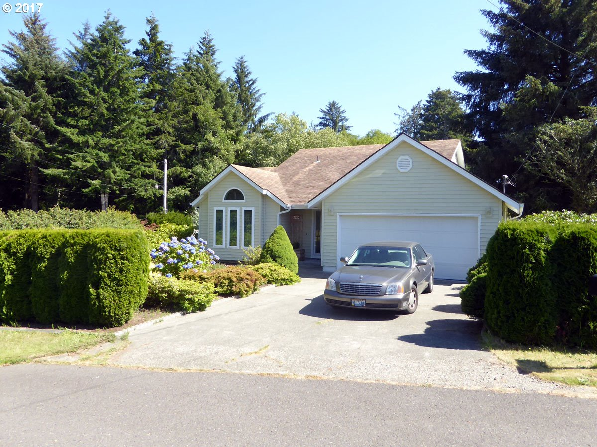 3220 31ST ST, Florence, OR 97439