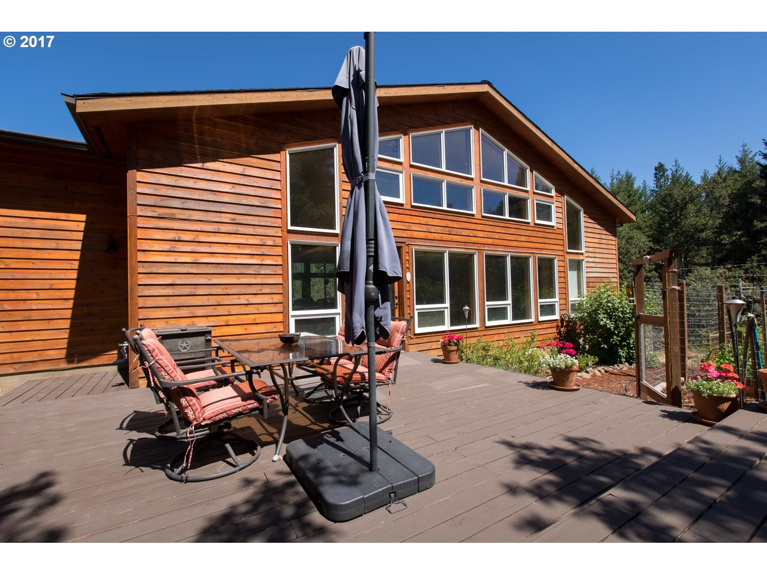 2012 LONELY LN, Mosier, OR 97040