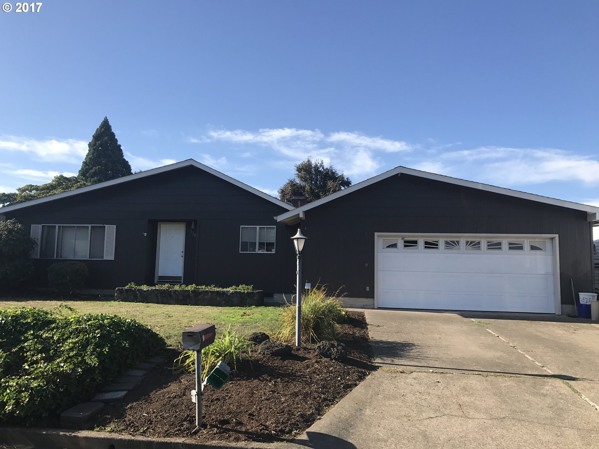 1102 DONDEA ST, Springfield OR 97478
