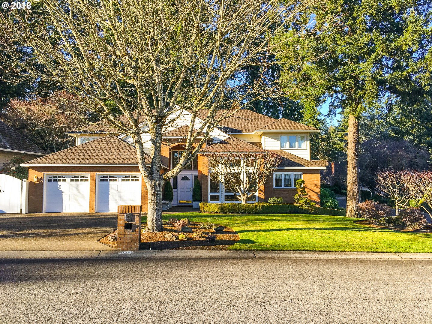 15620 VILLAGE DR, Lake Oswego OR 97034