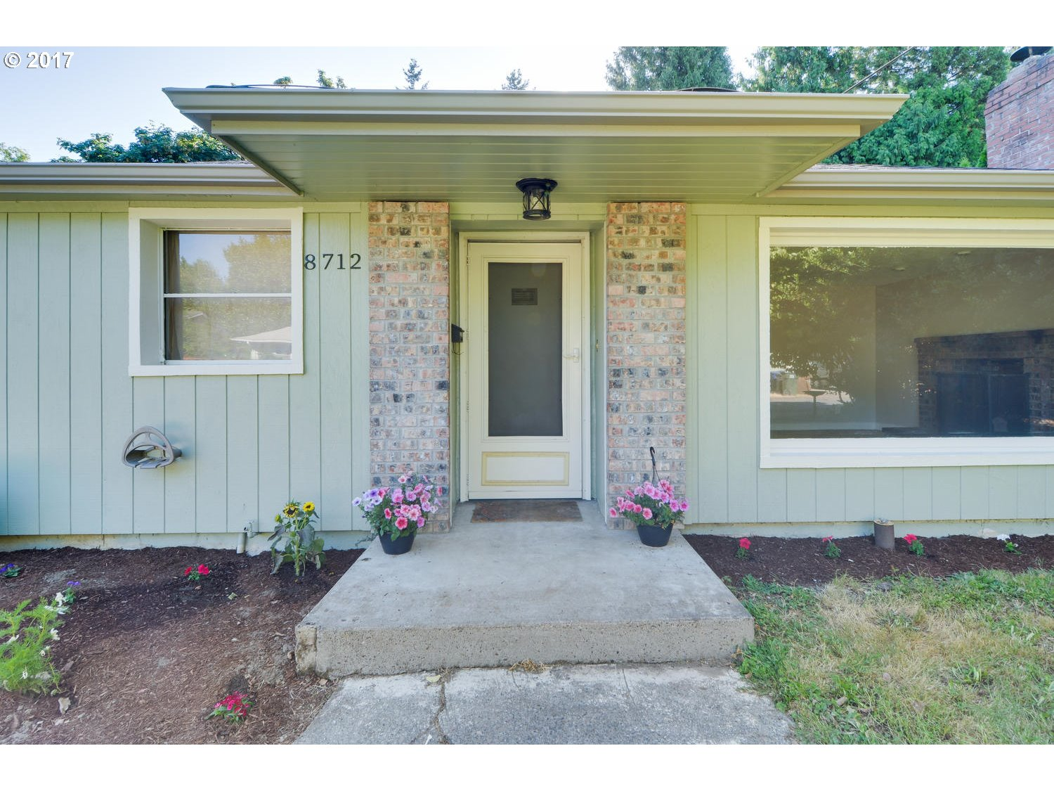 Cute 50's Ranch with gleaming hardwoods, cozy brick fireplace, and large fenced yard.  New paint and trim throughout, newer roof,Newer High Efficiency furnace and hot water heater. Wonderful location near Ardenwald Elementary, Springwater trail, and parks. Great Neighborhood!