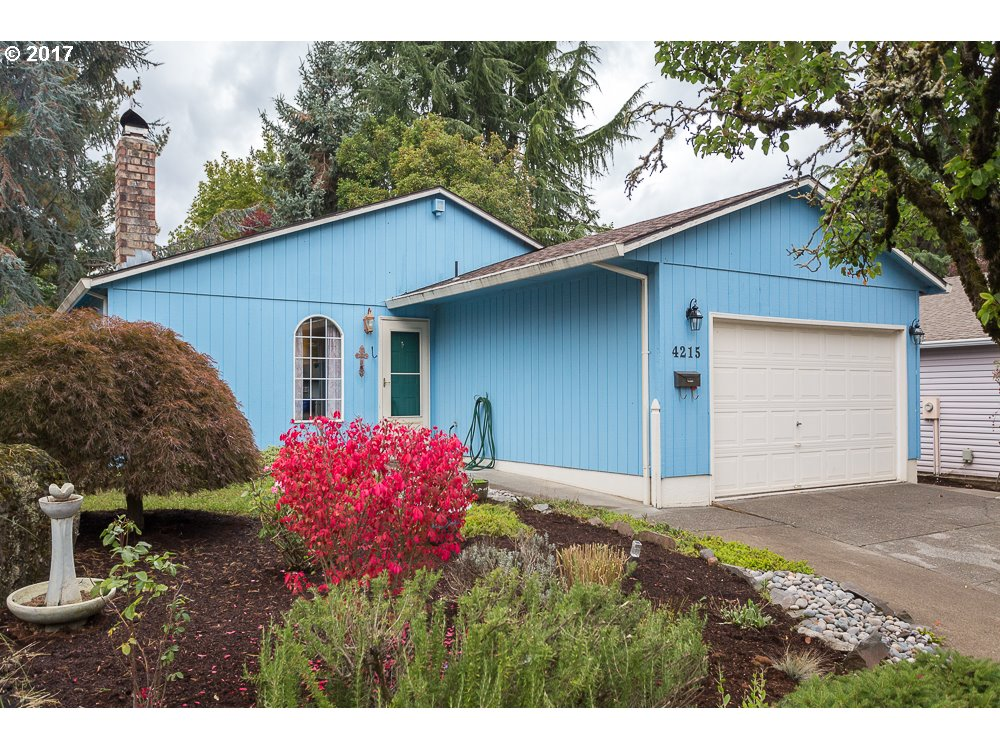 OPEN HOUSE 10/21 1:00PM-3:00PM! Lovely single level ranch on cul-de-sac in North Portland. Updated kitchen with natural Hickory cabinets, quartz counters, and stainless steel appliances. Cozy wood burning fireplace. Vinyl windows and ductless heat-pump. Fully fenced back yard with patio for entertaining. Easy access to Hayden Island, golf course, and I-5.