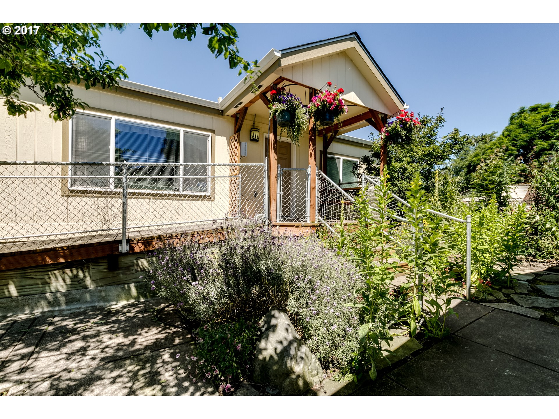 1256 FAIRVIEW DR, Springfield, OR 97477