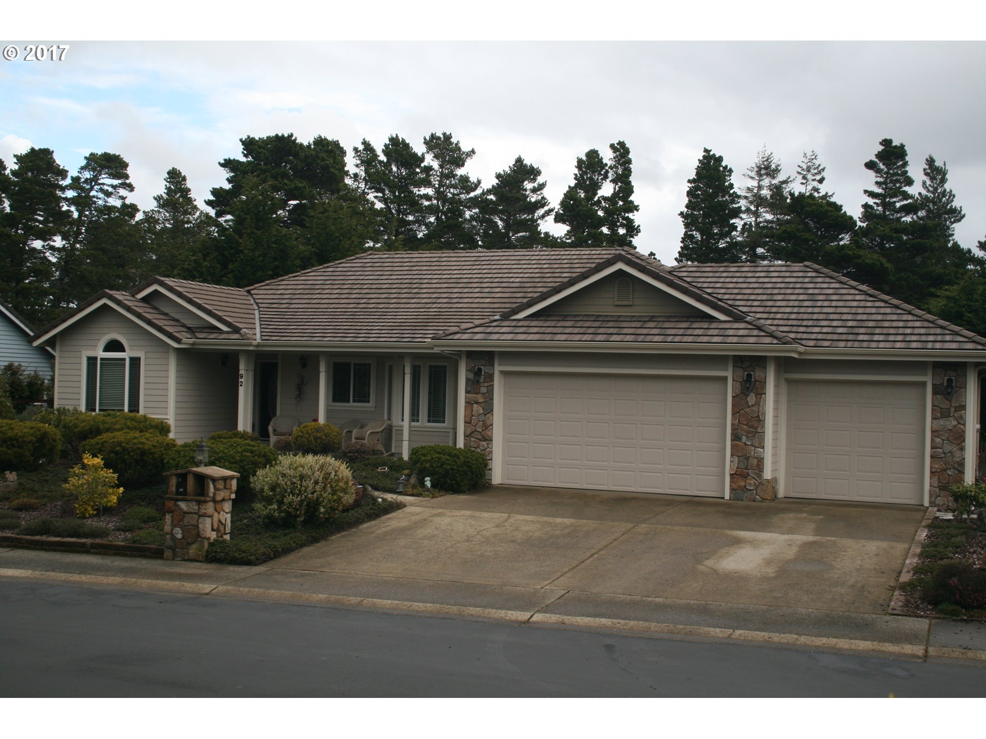 92 SAILORS RAVINE CT, Florence, OR 97439