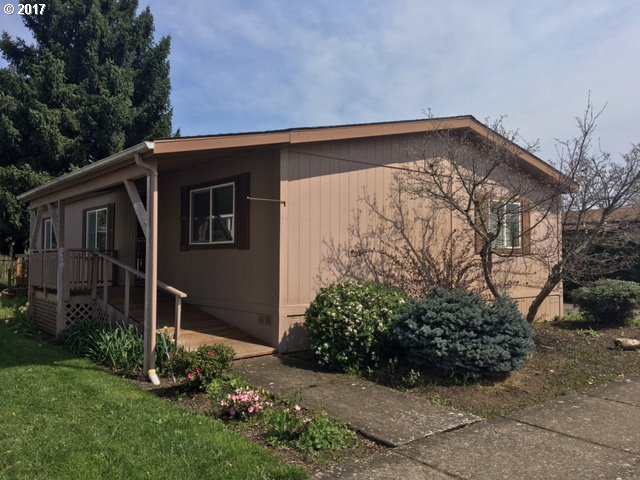 692 LOCHAVEN AVE, Springfield, OR 97477