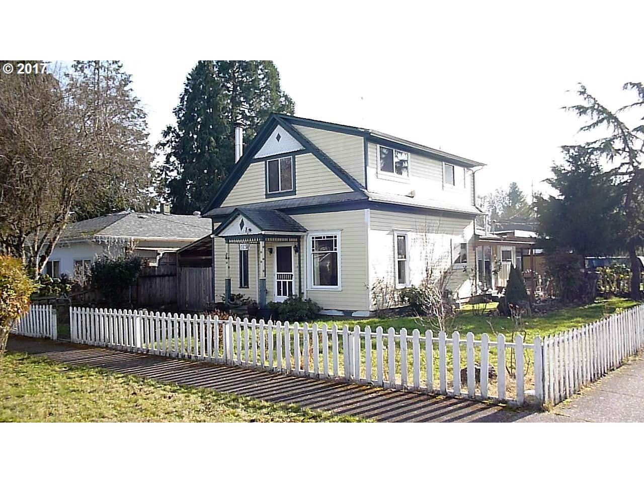 1237 ASH AVE, Cottage Grove, OR 97424