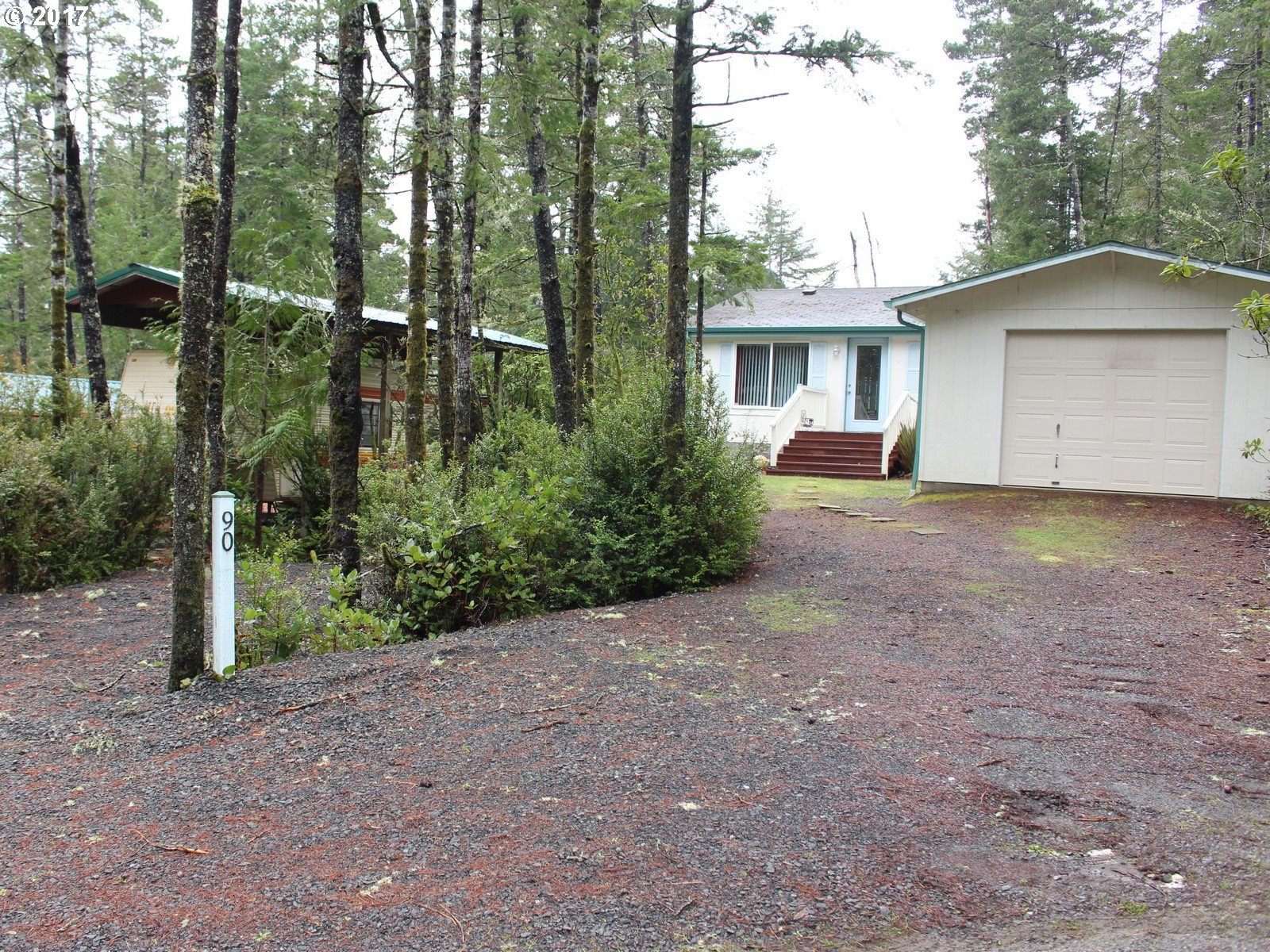 90 OUTER DR, Florence, OR 97439
