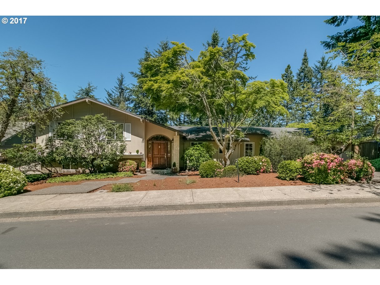 365 W 39TH AVE, Eugene, OR 97405