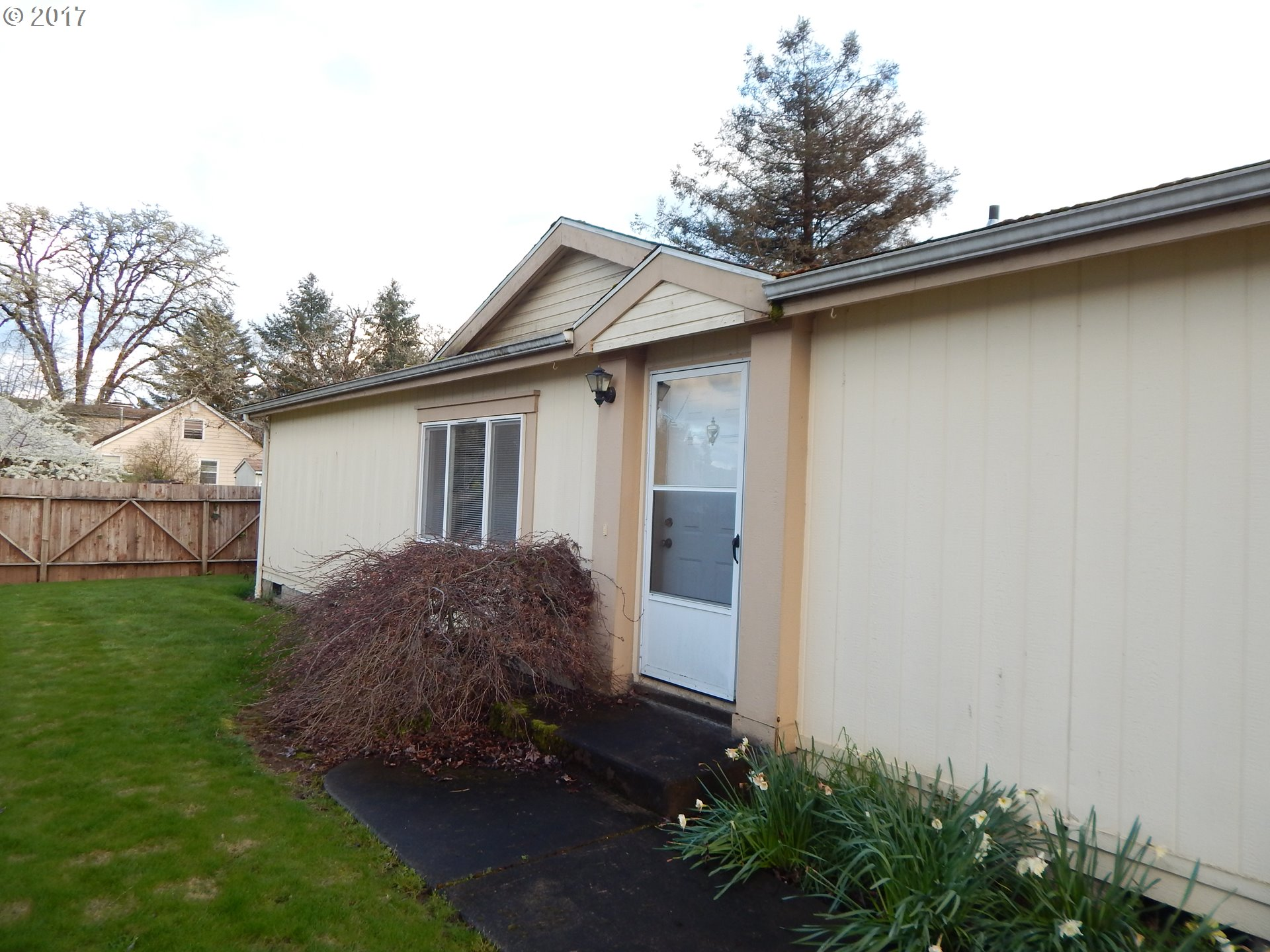 1975 W MAIN ST, Cottage Grove, OR 97424