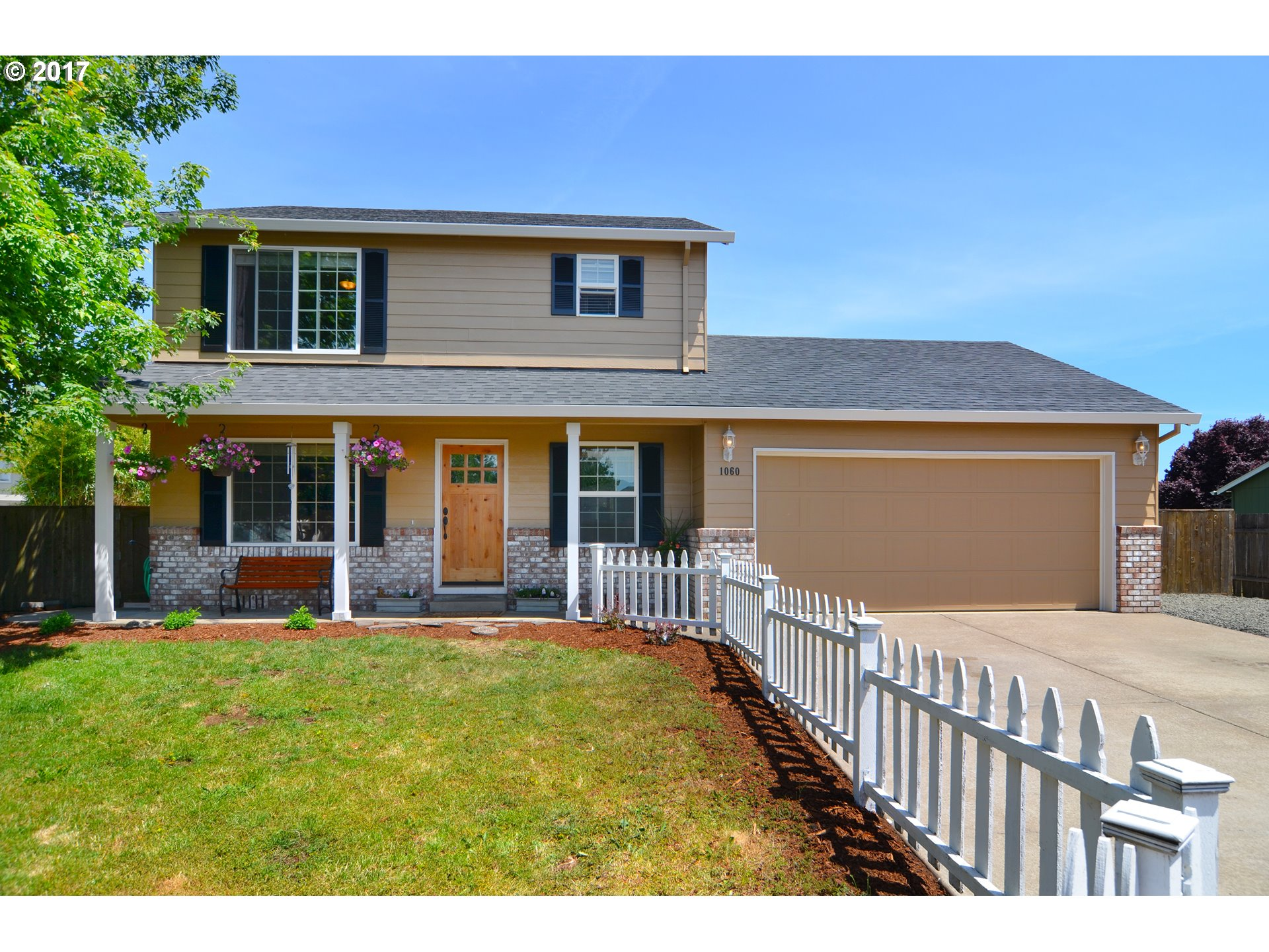 1060 W 17TH AVE, Junction City, OR 97448